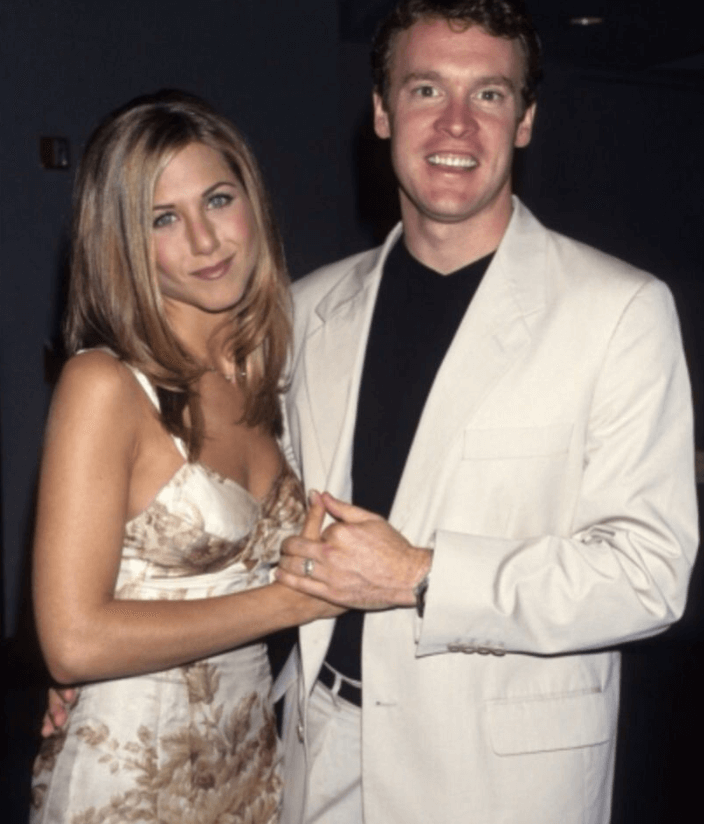 Jennifer Aniston friends Claddagh ring (1)