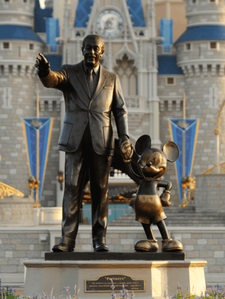 Walt disney wearing the Claddagh ring on his statue