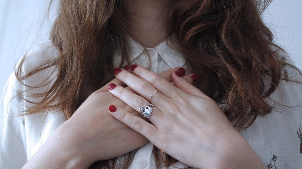 Lovely silver claddagh ring