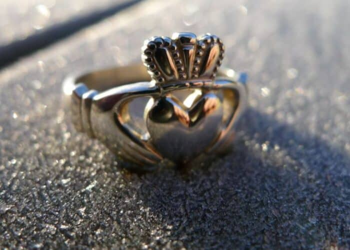 Celebrities that wear the claddagh