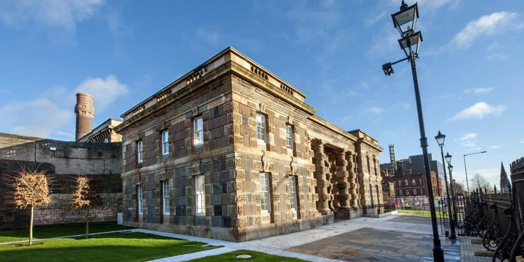 Discover the 10 unforgettable things to do in Belfast. Visit the Titanic Museum, hike the Cave Hil, explore the Belfast Castle and Parliament buildings.