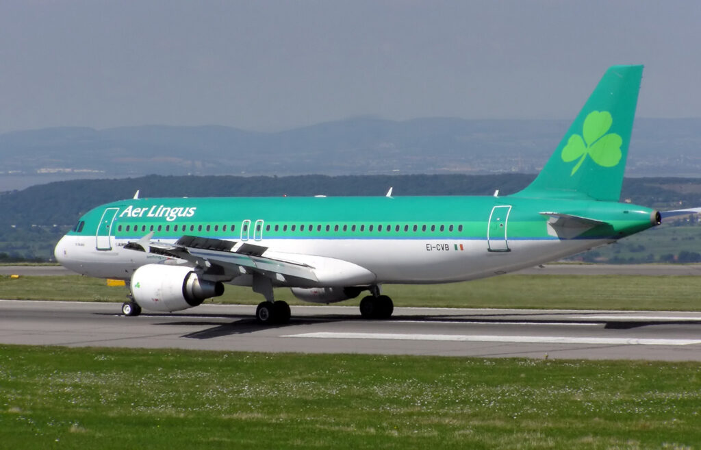 Aer Lingus aircraft taking off with the Shamrock symbol on its tail