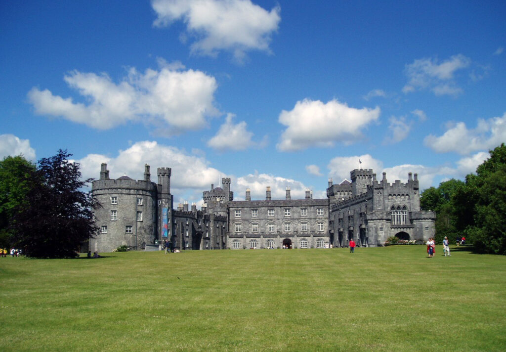 Kilkenny castle front facing